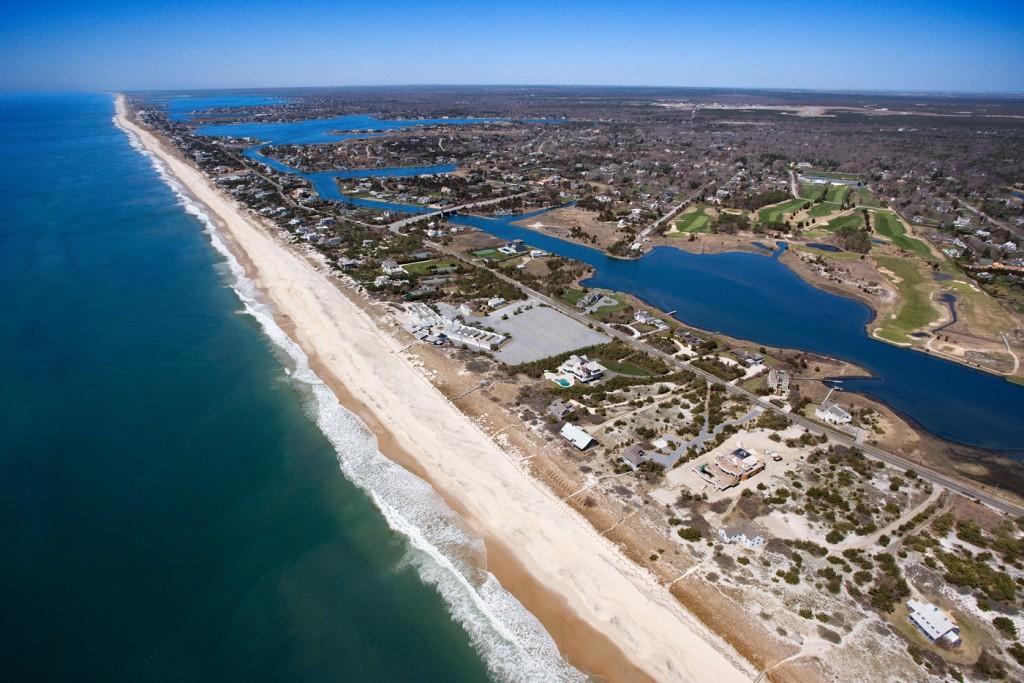 Amazing coastline of the hamptons