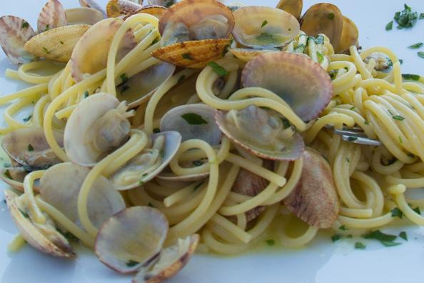 The pasta dish spaghetti alle vongole
